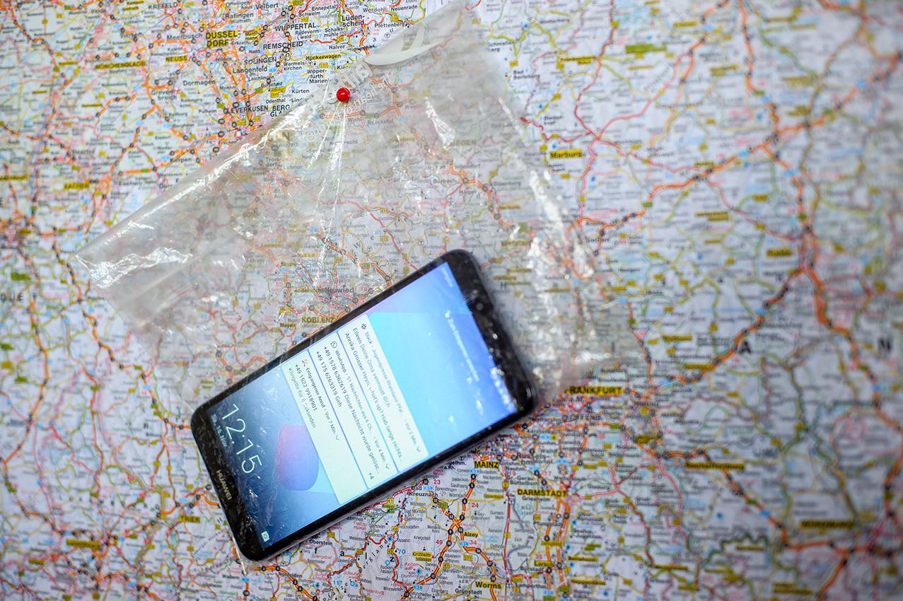 Karte mit Handy