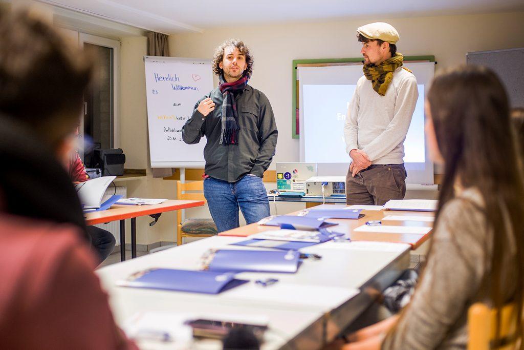 Manuel Stark & Jonas Seufert begrüßen die Redakteure