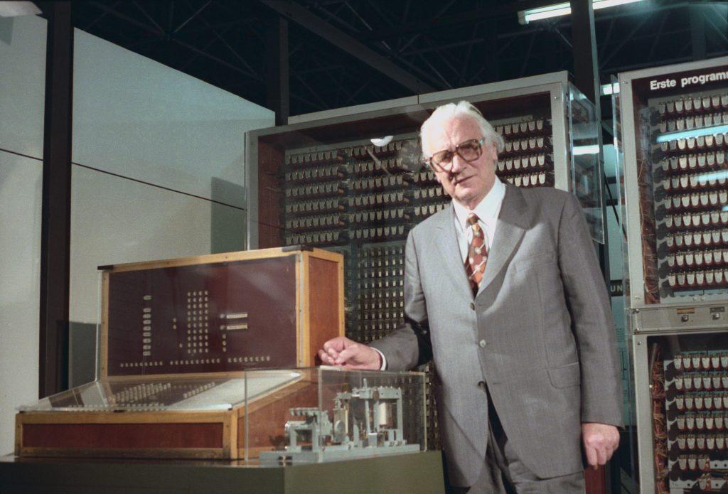 Konrad Zuse mit Z3, der weltweit erste funktionsfähige Digitalrechner